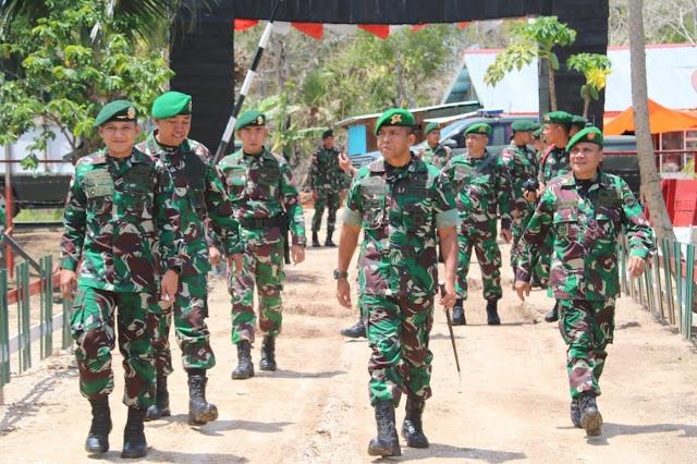 Dansatgas Yonif 411 Kostrad Dampingi Danbrigif 7/RR Tinjau Sektor Selatan Perbatasan RI-PNG