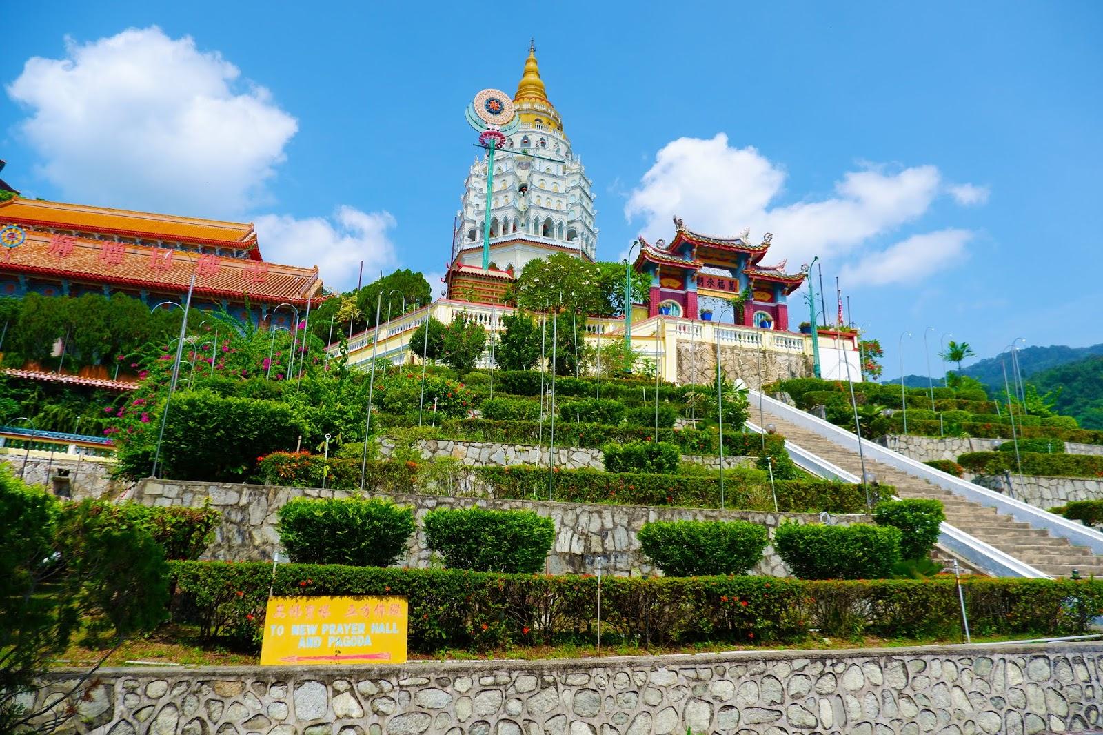 Kuil-tertinggi-di-Penang.jpg