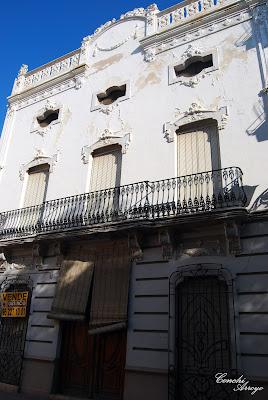 Precioso edificio en el numero 1 de la plaza del sol de Manuel.