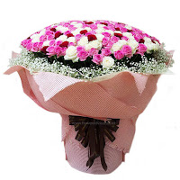jatuh cinta dan bucin diberi bunga mawar pada hari valentine di floweradvisor