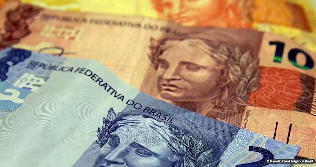Salário mínimo para 2021 ficará em R$ 1.067. Aumento será menor que o previsto na LDO