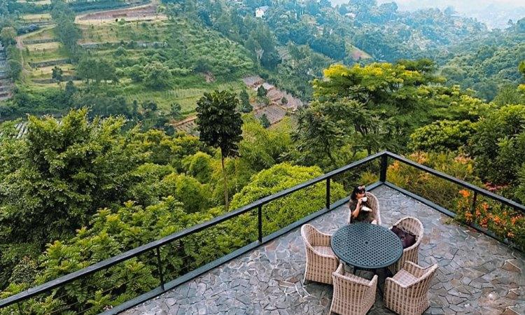 21 Tempat Makan di Bandung Paling Enak & Murah