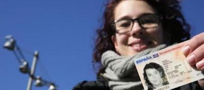 La joven se llama Luz Cuesta Mogollón, pero dice no ser culpable de la subida de la tarifa eléctrica