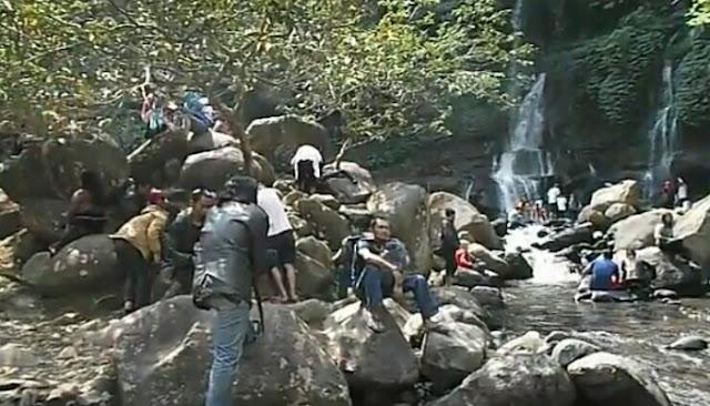 Bermain air ditempat wisata curug orok garut