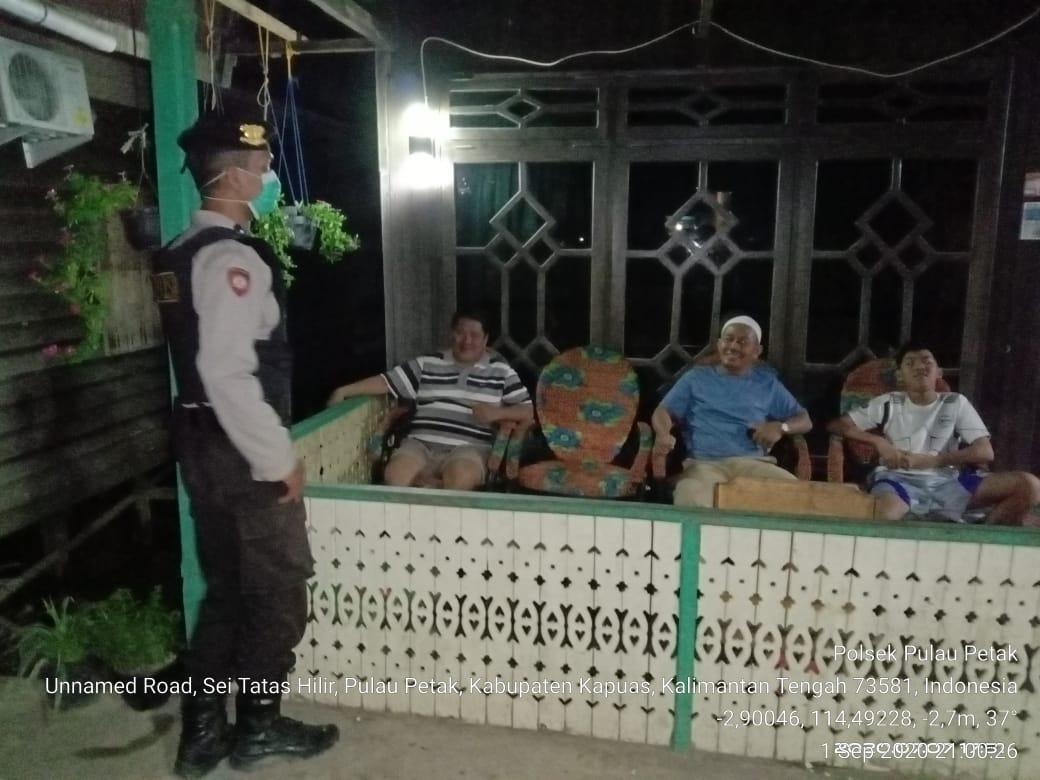 Cegah Kriminalitas, Anggota Piket Jaga Polsek Pulau Petak Melaksanakan Patroli
