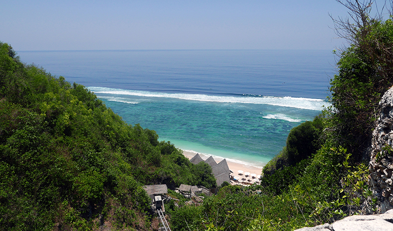 Euriental | fashion & luxury travel | Finn's Beach Club, Uluwatu, Bali