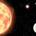 Astrónomos descubren un exoplaneta rocoso en un sistema estelar triple
