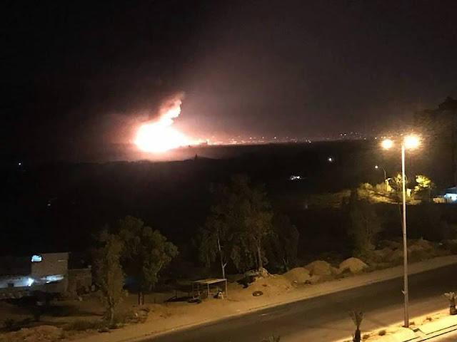 بالفيديو انفجار في مستودع ذخيرة قرب مطار المزة العسكري بدمشق.