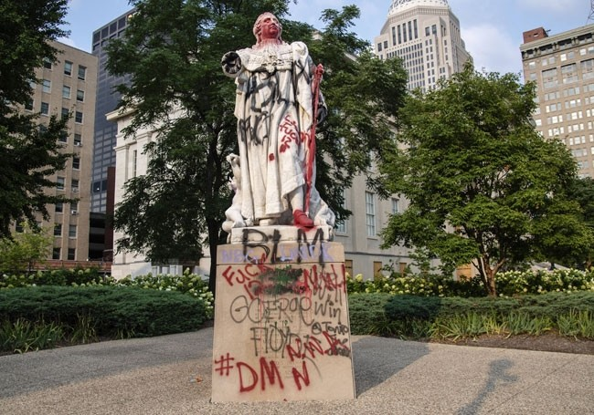 Etats-Unis : une statue de Louis XVI vandalisée et retirée
