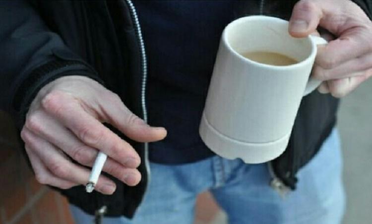 Terbiasa Ngopi Sambil Merokok, Ini Efeknya pada Tubuh Anda