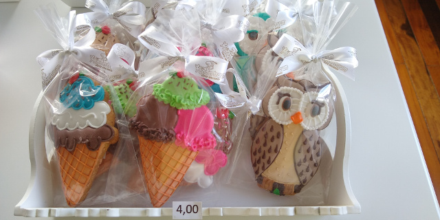 Ice cream and owl shaped cookies.