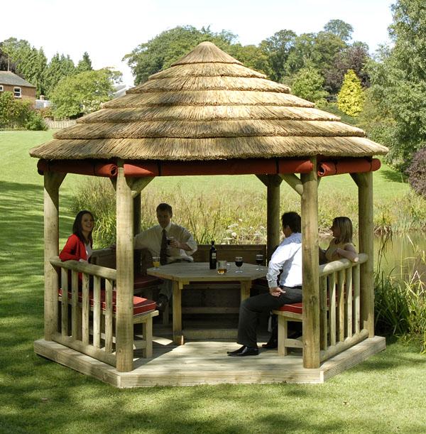 Design Rumah Tropis: Memilih Model Desain Gazebo Keluarga