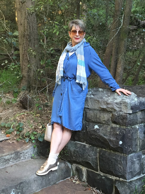 A CHAMBRAY DRESS FOR A STROLL IN THE PARK