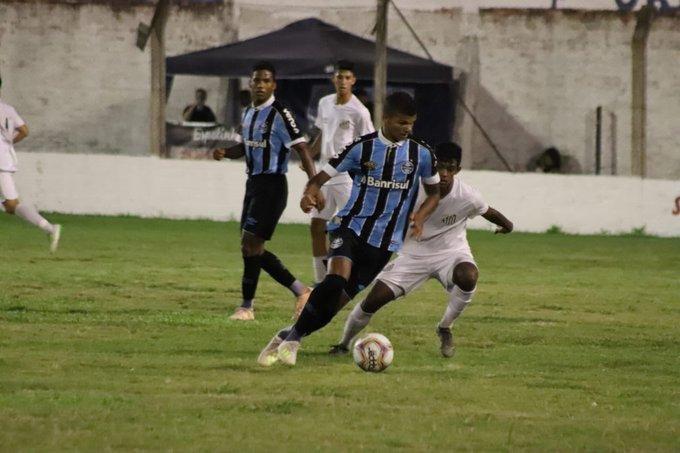 Grêmio goleia Santos e avança à semifinal contra o Juventude