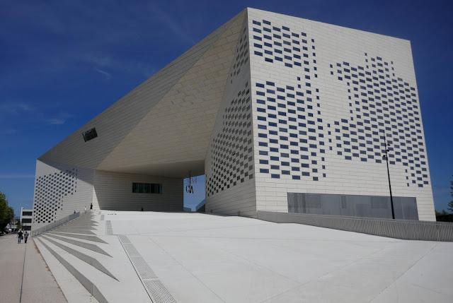 centro culturale-MECA-BIG Architects-Francia-architettura