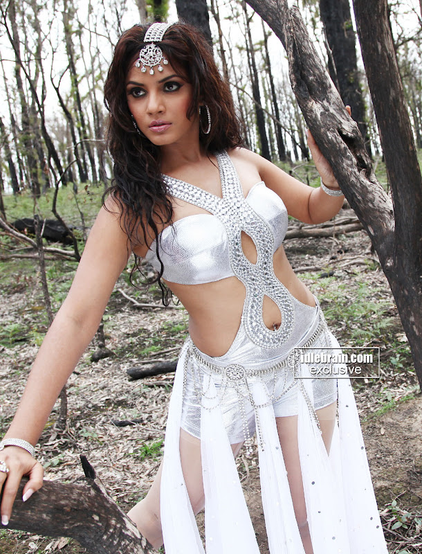 NEETU CHANDRA hot images