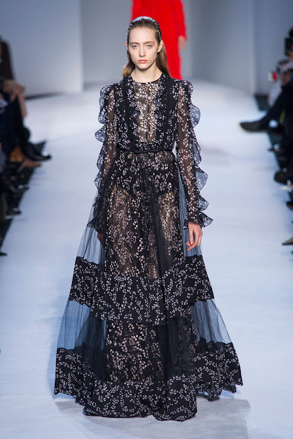 Giambattista Valli - Runway - Paris Fashion Week Womenswear Fall/Winter 2016-2017