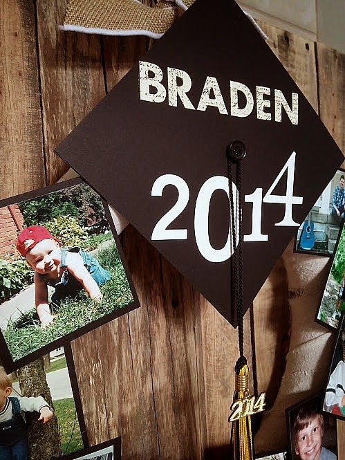 Easy tutorial to make a graduation picture wreath
