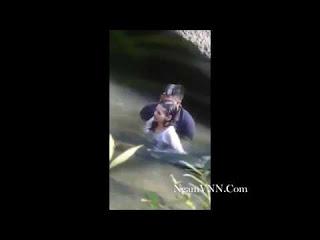 Clip: Quay lén thanh niên chịch bạn gái dưới nước tại khe suối đá :))