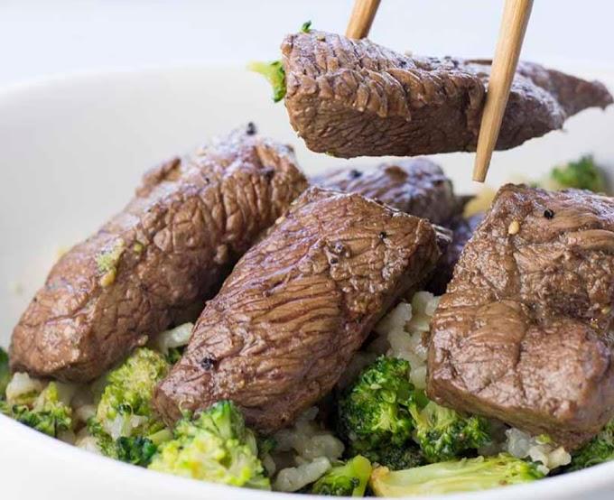 Bistec y brócoli marinados