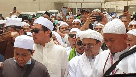 FPI Bantah Habib Rizieq Serobot Doa di Makam Mbah Moen, Ini Penjelasannya