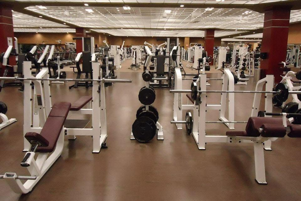 Academia de musculação. Foto: David Mark/Pixabay