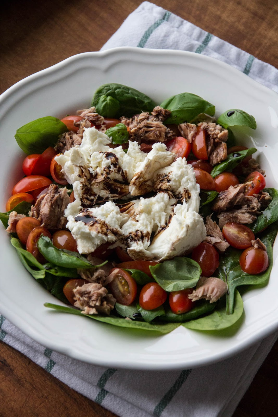 majamanborg: Caprese salad with tuna and spinach