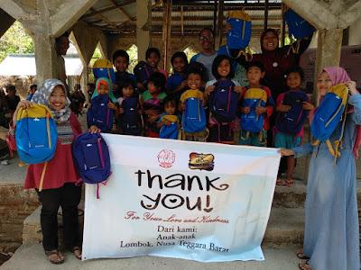 Berbagi kebahagiaan di Lombok