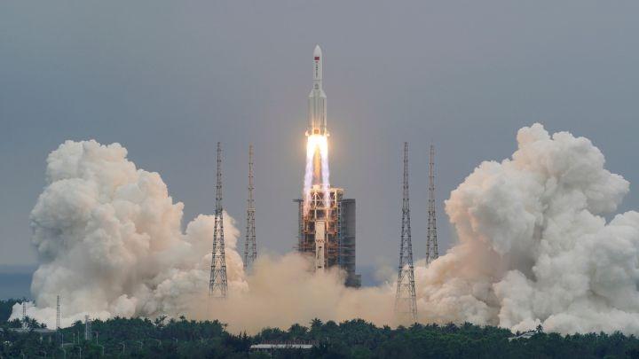 Los restos del cohete chino cayeron finalmente en el océano índico; hay videos impresionantes