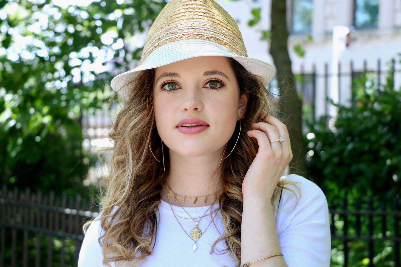 Nyc fashion blogger Kathleen Harper's natural beauty makeup look for spring or summer.