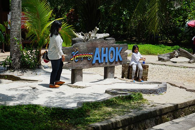 Tulisan di sekitaran Kampoeng Ahok