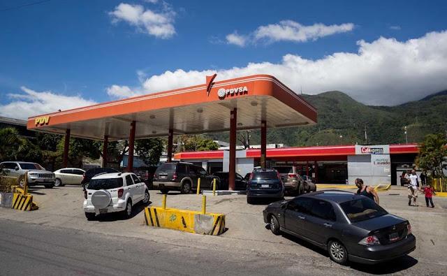 Bombas racionan gasolina durante la cuarentena por escasez