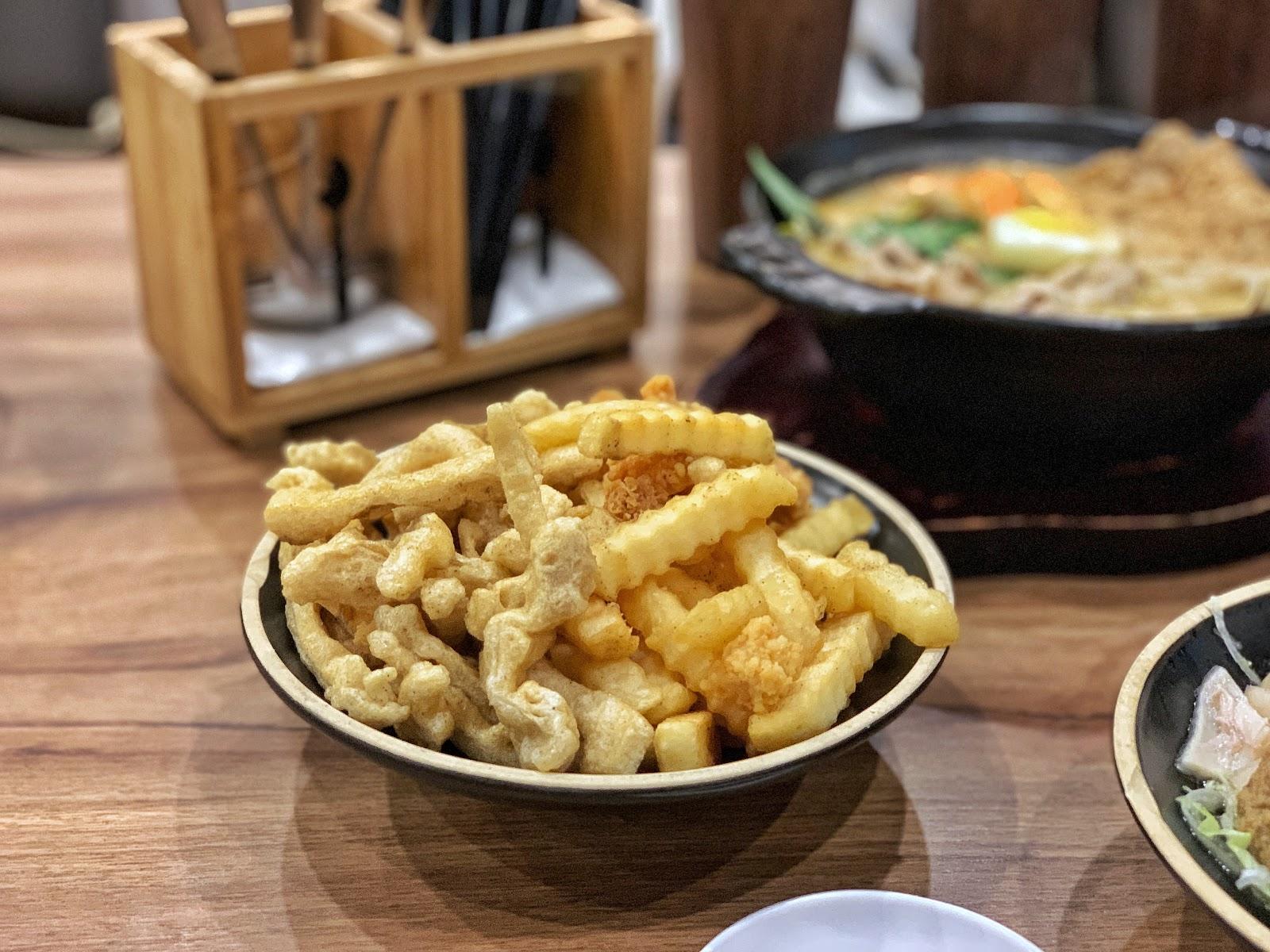 台南東區美食【寶貝老闆新加坡叻沙麵 東寧店】炸物拼盤