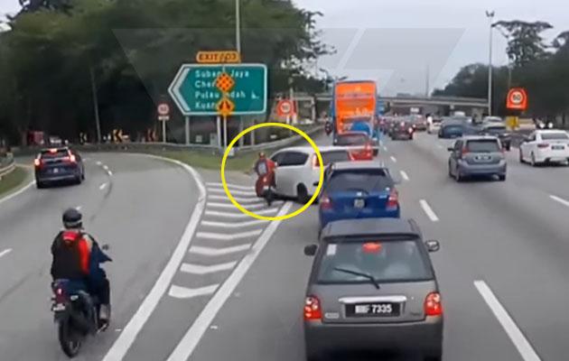 (Video) Alza punya pasal, penunggang motosikal kemalangan & digilis
