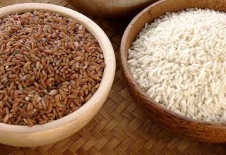 Anda mungkin sering mendengar bahwa beras merah lebih sehat dan lebih bergizi daripada ber Beda Beras Merah dan Beras Putih, Mana Lebih Baik?