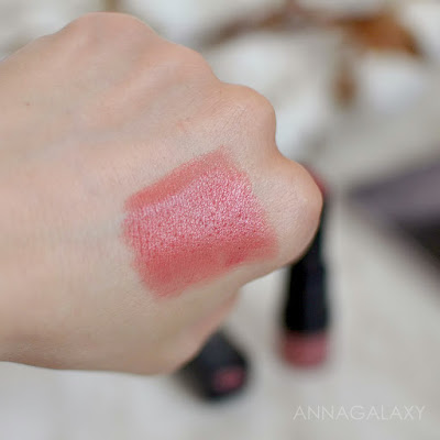 Свотчи на руке Bourjois Rouge Fabuleux Lipstick 06 sleepink beauty