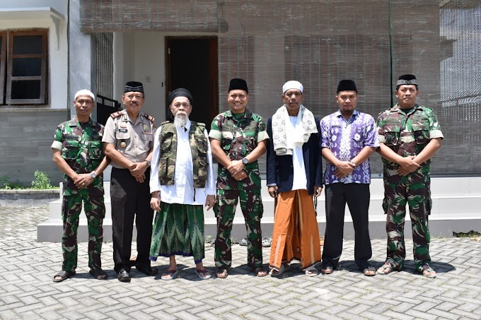 Dandim 0819 Pasuruan Sholat Jum'at Bersama Di Ponpes Darul Khairot Sunan Bonang Gerongan