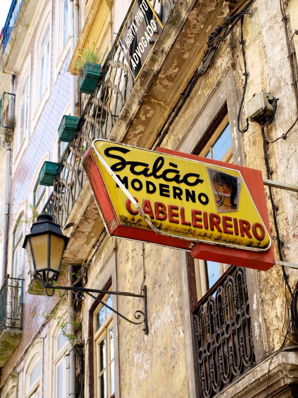 Tiempos Modernos, carteles publicitarios en Coimbra