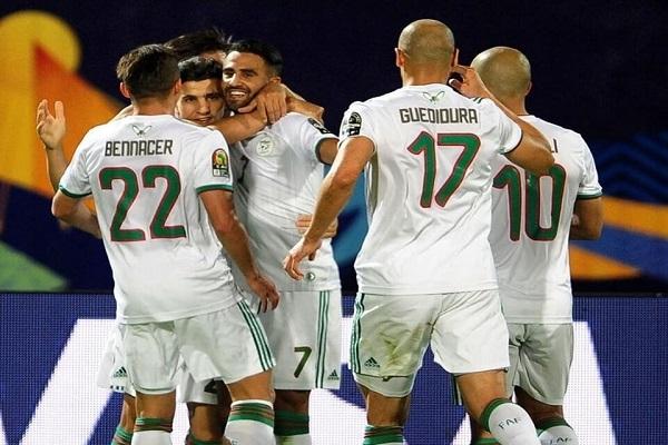 تأهل  الجزائر الى الدور ربع النهائي بعد التغلب على غينيا بثلاثية بيضاء