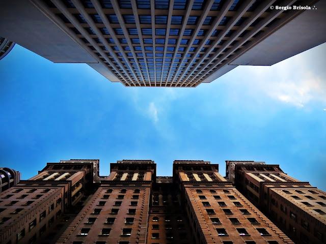 Perspectiva inferior das fachadas dos Edifícios Martinelli e Banco do Brasil - Centro - São Paulo