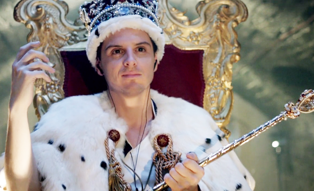Moriarty posa con las joyas de la corona
