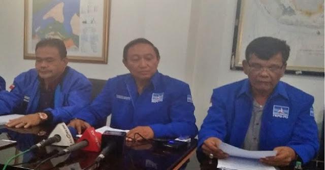 Jajaran pendiri dan deklarator Partai Demokrat tidak terima jika partai berlambang bintang mercy itu diklaim sebagai milik Susilo Bambang Yudhoyono (SBY) yang kini menjabat Ketua Umum Partai Demokrat.