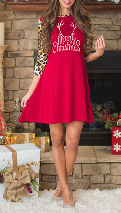 From velvet jackets to red bodycon dresses, there is something for everyone from cozy to glam. Have a look at these 25 Casual XMAS Holiday Outfit Ideas for Every Girl's Style. Christmas + New Year Outfits via higiggle.com | merry christmas mini dress | #holiday #christmas #newyear #minidress