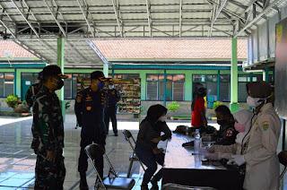 UPP Indramayu Arahkan Nelayan Karangsong dan Eretan Vaksinasi Covid - 19