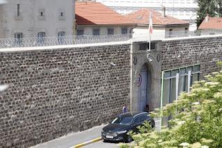Émeute à la prison du Puy-en-Velay : un surveillant blessé