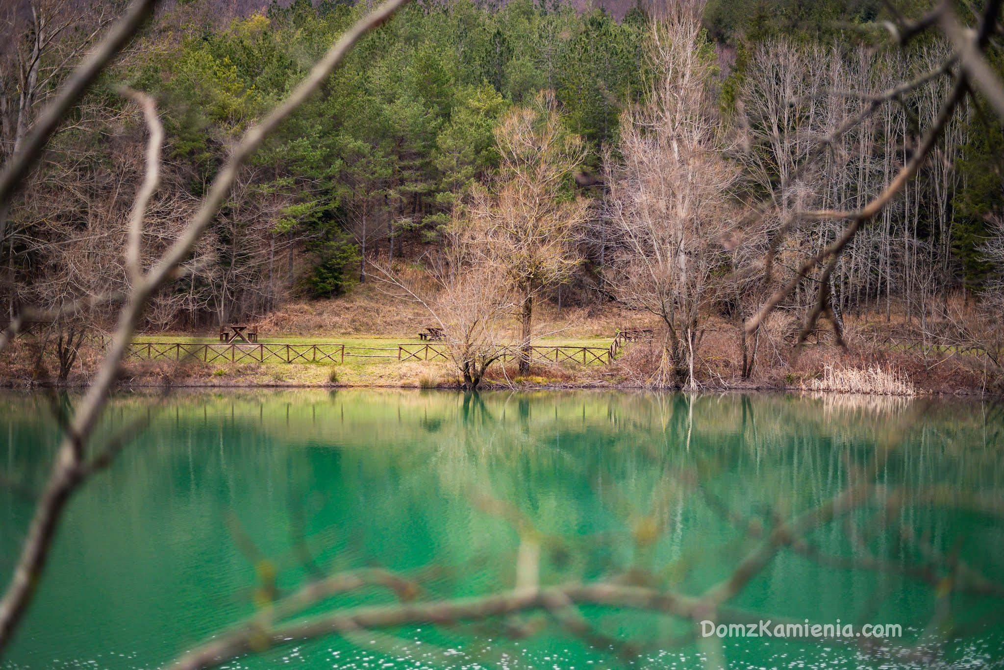 Lago di ponte Tramazzo Dom z Kamienia