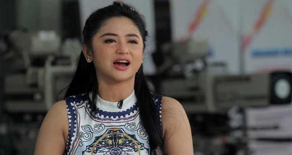 Masalah Saipul Jamil, Dewi Perssik Mengharapkan Itu Fitnah, Ipul  yang rajin beribadah.