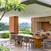 Espaço gourmet rústico e moderno com tijolinho e madeira ripada + piscina revestida com mármore!