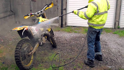 How to clean a dirt bike