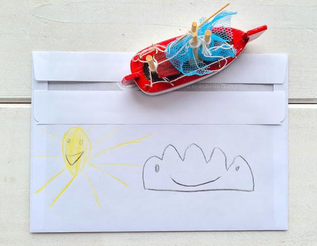 DIY: Umschlag für einen Gutschein gestalten (eine einfache Idee). Selbst bemalt und so schön! Solche Briefumschläge sind kreativ und machen dem Beschenkten gleich gute Laune!